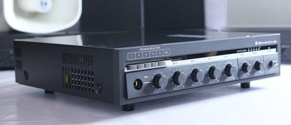 Amply là thiết bị cần thiết trong hầu hết các cấu hình lắp đặt âm thanh hội nghị