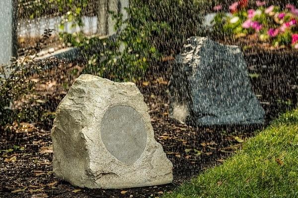 Loa cà phê sân vườn có khả năng chống nước cực tốt