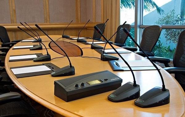 Lắp đặt âm thanh hội nghị cầm đảm bảo được âm thanh rõ ràng và đều